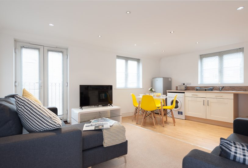 Serviced Accommodation Colchester First Property Living/Dining Room